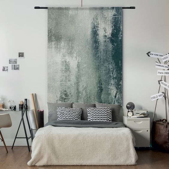 slaapkamer met wandkleed