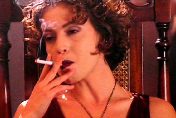 alyssa milano smoking cigarette