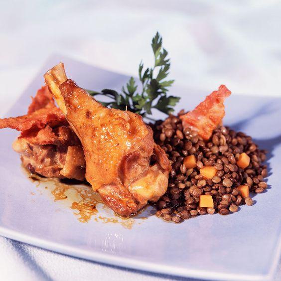 Découvrez la recette Manchons de canard aux lentilles sur cuisineactuelle.fr.