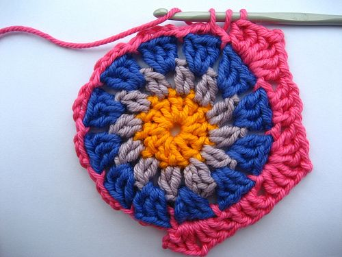 crochet: Crochet Ideas, Crocheting Hexagons, Crocheted Hexagons, Crochet Hexagon Granny Square, Crochet Hexagons, Hexagons Tutorial, Crochet Hexagon Blanket, Hexagon Crochet Pattern