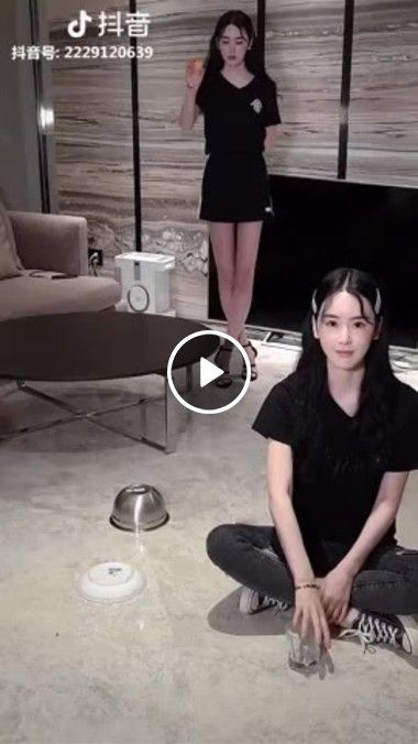 Meninas chinesas mostrando a bola perfeita