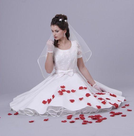 50er Petticoat Kleid Hochzeit Brautkleid weiß o... von Charlott-Atelier / 50er- Mode auf DaWanda.com