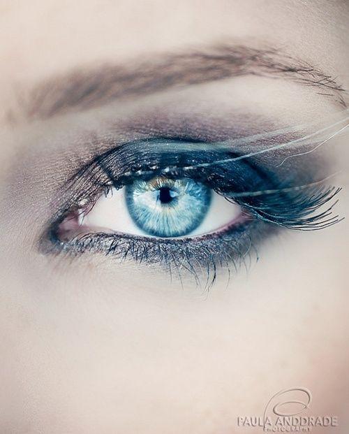 Grey eye shadow for turquoise eye color