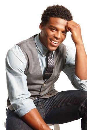 Para um estilo clássico com jeans, escolha uma calça de corte reto e cor escura.  newton-belk02.jpg (300×450)