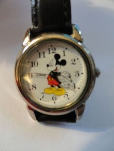 Gift for a Mickey Mouse fan: Vintage Mickey Mouse Wrist Watch Exclusively Disney Working, with a new battery