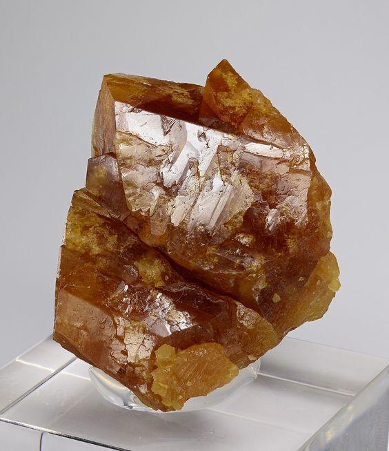 Scheelite, CaWO4, jaistroghöhe, Großes Fleißtal, Heiligenblut, Carinthia , Austria. Size: 4.8 x 4.4 x 3.1 cm