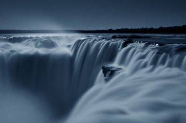 Romantic tours to the Iguazu Falls under the moonlight. More info for this tour at:  http://www.01argentina.com/sitio/eng/tours/iguazu_falls1.html