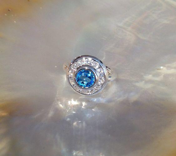 Bague argent fait main sans moulage Topaze bleue 7 mm 12 X Oxyde de zirconium 2.75 mm