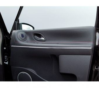 Mit der Kanten Chrom Zierleiste verschönern und individualisieren Sie Ihr Fahrzeug im Handumdrehen.