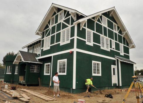 Amazing Green Paint Houses | City Of Santa Ana Paints Historic Home U201cWimbledon Greenu201d  | Marjorie | Pinterest | Exterior, House Colors And House Photo Gallery