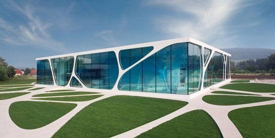 Nach der Verwirklichung zahlreicher temporärer Architekturen und der Entwicklung virtueller Architekturkonzepte ist der Leonardo Glass Cube das erste permanente Bauwerk, das 3deluxe in die Realität …