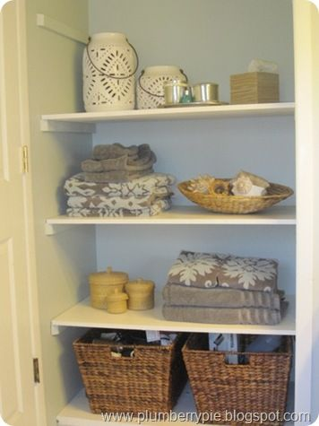 create pretty storage and a new focal point in your bath by simply taking off those bifold doors - easy and free!  www.plumberrypie.blogspot.com