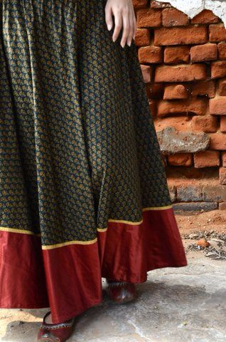 Long skirt with border – Modern skirts blog for you