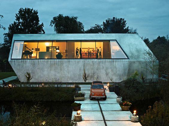 oooohhh love this vintage Futuristic house