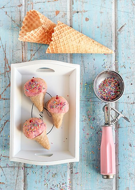 Incredibly cute ice cream cone shaped macarons by @Steph H.