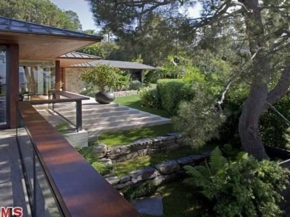 Tour jennifer aniston 39 s beverly hills home for sale for Hgtv home for sale