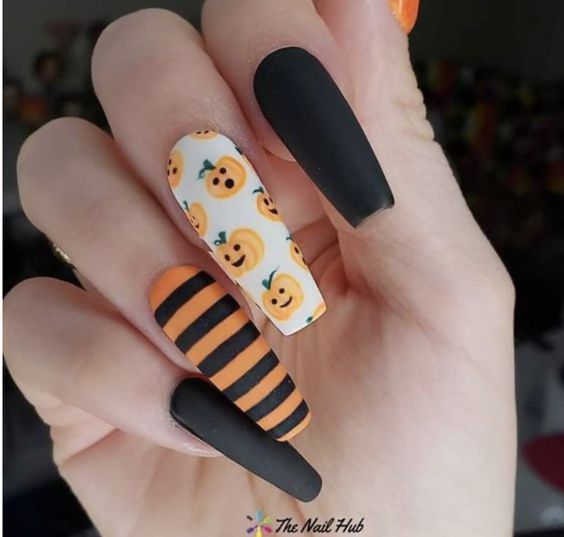50 Devilishly Cute Halloween Nails That You Need To See In 2020 Cute Halloween Nails Fall Acrylic Nails Holloween Nails