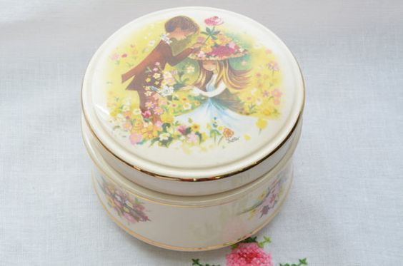 Romantic Sadler England lidded trinket box, signed
