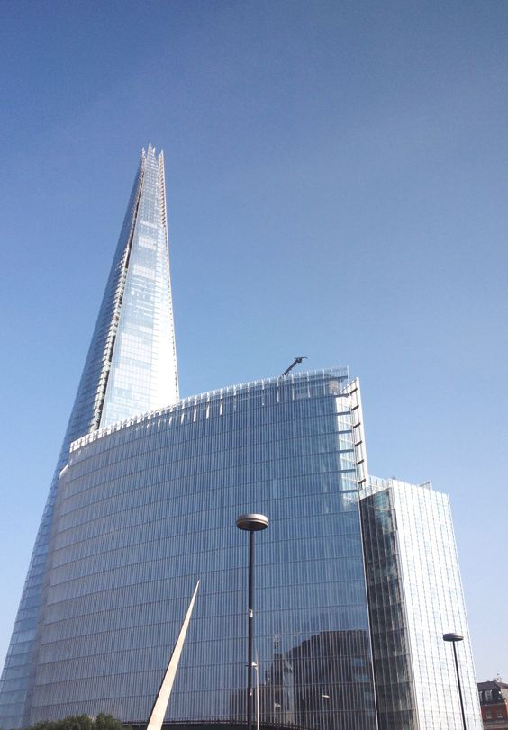 Sometimes the shard just looks amazing. Reminds me of futurist art from the 50s.