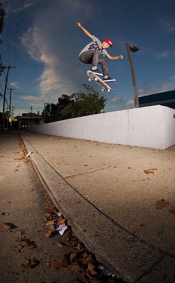 Chaz Ortiz does FakieFlip
