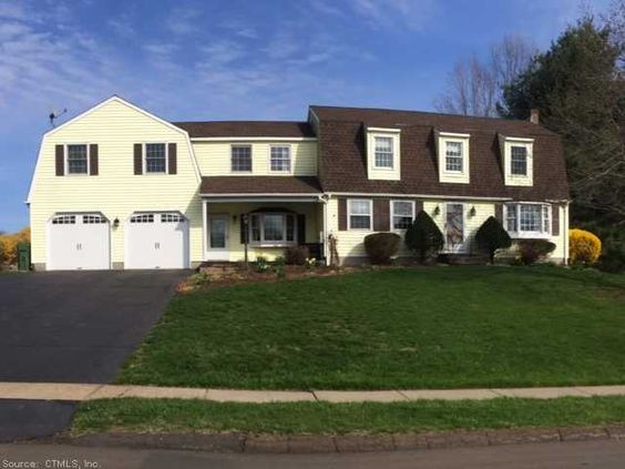 OPEN HOUSE * 6/1/2014 * 2:30-4:30PM 10 Twin Oak Farm, Wallingford - $469,900 Room for the whole family! Sprawling 4-5 bedroom colonial set in one of Wallingford's finest neighborhoods! Eat in kitchen w/island, hdwd flrs, main level laundry, den w/fireplace & slider to gorgeous paver patio, pool & backyard! You won't want to leave!