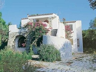 Villa Monti - villa a 100 mt dal mare con ampio giardino a Baia S. Reparata Case vacanze in Santa Teresa di Gallura da @homeaway! #vacation #rental #travel #homeaway