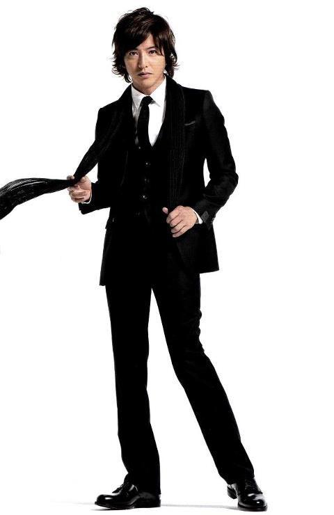 黒スーツ木村拓哉。