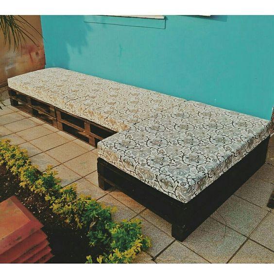 Sofá de #pallet  Preços e encomendas: oitomaos@oitomaosatelier.com.br