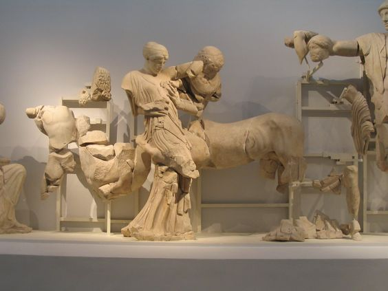 Front n oeste detalle de la centauromaquia templo de for Epoca clasica