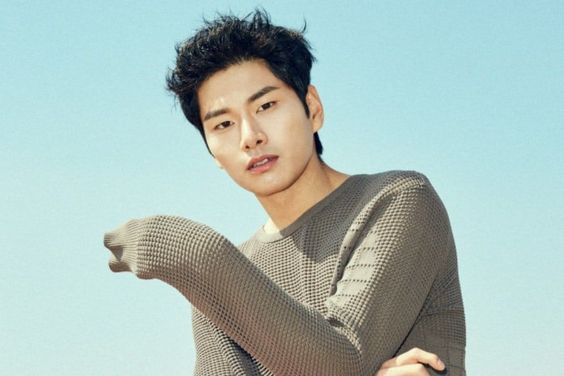 "Lee Yi Kyung Explains His Role In ""Children Of Nobody"""