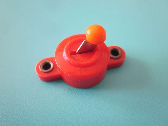 DDR Spielzeug Kippschalter für Bananenstecker, *** wie in der Puppenstube ***
