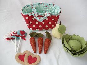 Shopping basket and felt food