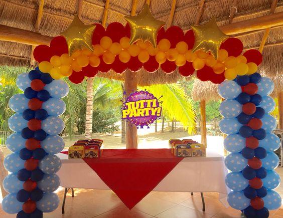 S per h roes birthday party wonder woman birthday party - Decoracion con globos para cumpleanos ...
