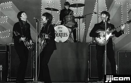 ビートルズ来日 武道館で演奏するビートルズ(東京・日本武道館) (1966年06月30日)