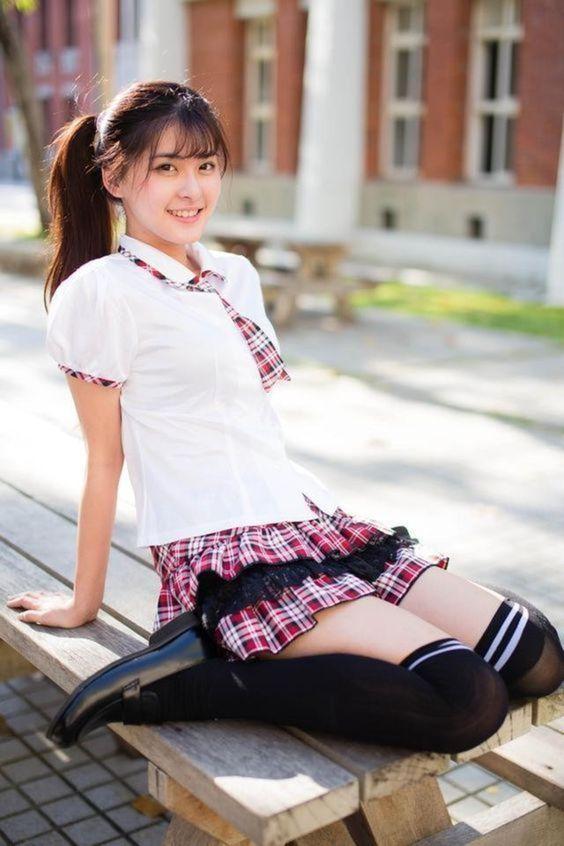 校園制服美少女跪坐》Cute Girl Pretty Girls 漂亮、可愛、無敵》青春就是無敵》