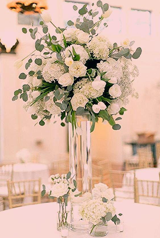سحر الأبيض في باقات الزهور لا يضاها سواء في المتزل أو لتزيين طاولات الحفلات White أبيض مجوهرات اكسسوارات فستان حذاء Table Decorations Decor Glass Vase