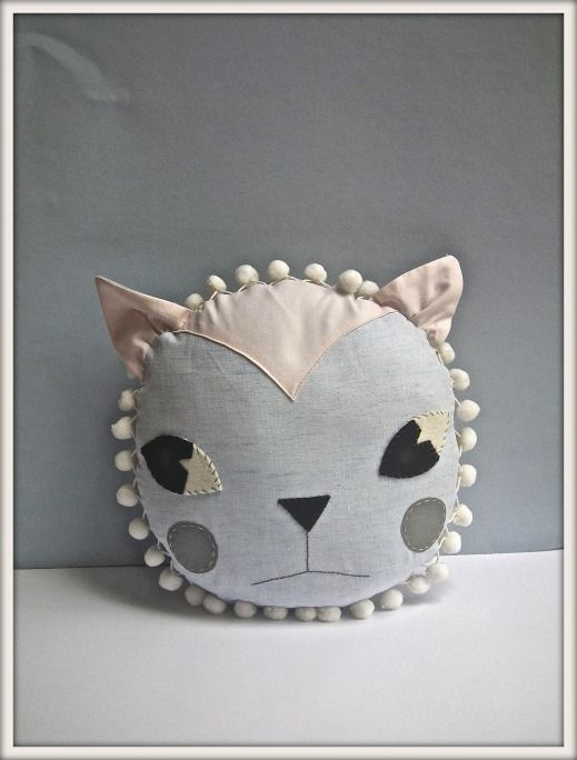 Cat cushion by Jenni Harley (via kenzipoo)