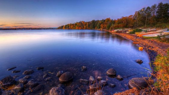 Göl Kenarındaki Renkli Güzel Sandallar HD Wallpapers