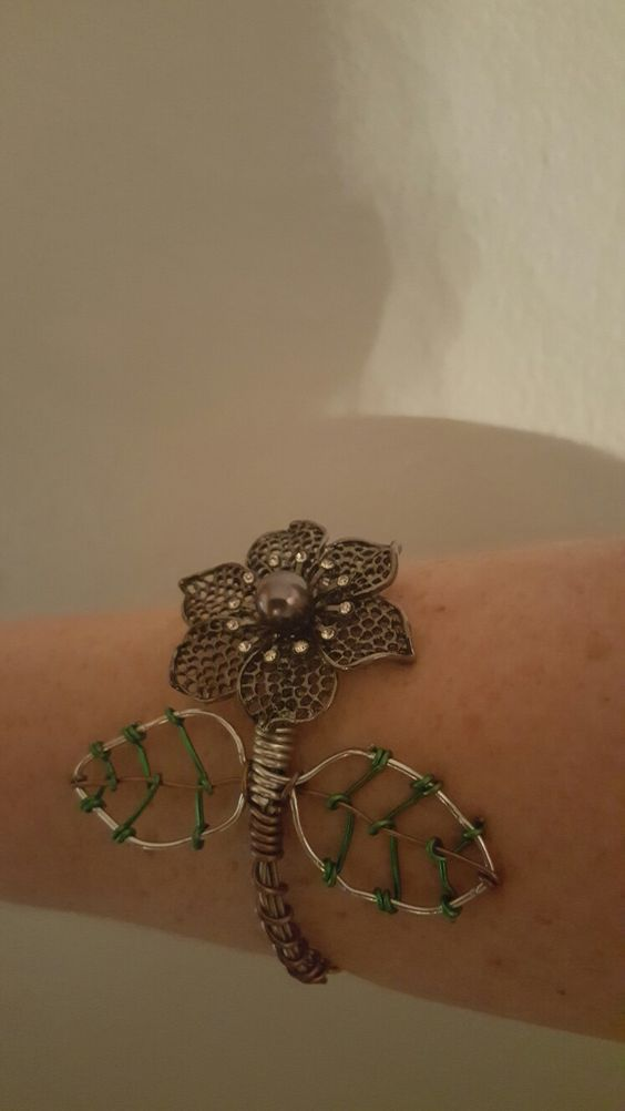 Guitar string bracelet hand made with flower
