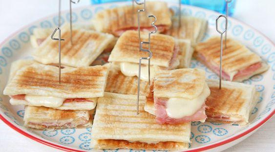 Mini toast di pasta sfoglia con cotto e scamorza alla piastra   Severin for Fun