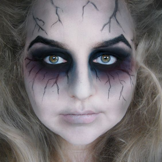 This make up shows good blending techniques and really emphasize the eye. The bruse is good to give that spooky mood.