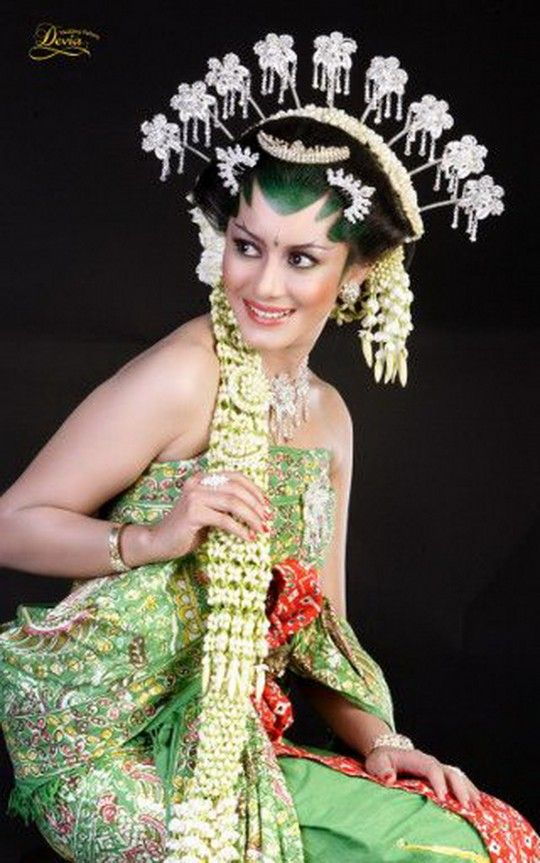 #Beautiful #Traditional Javanese duchess | Central Java, Indonesia, #SouthEast #Asia