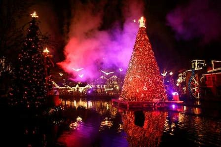 Smoky Mountain Christmas at Dollywood [Nov 5-Dec30, 2012]Dollywood is located in Pigeon Forge, Tennessee, 35 miles southeast of Knoxville, off I-40 at Exit 407.    4 million lights drape the park in holiday splendor, casting a warm glow that sets the scene for a winter wonderland like no other. Don't miss Santa's Workshop,  larger-than-life-sized toys & an 18-foot-tall Christmas tree,  discover a giant wagon, sailboat, dollhouse and more amid the hustle and bustle as Santa & his helpers.
