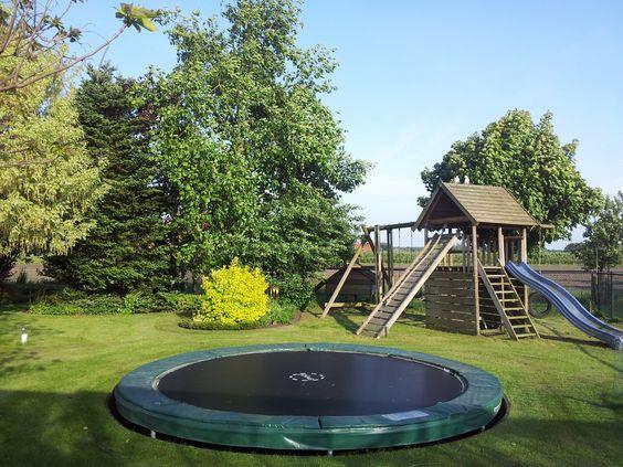 Buiten links voor kunst gras met speeltoestel en for Gartengestaltung trampolin