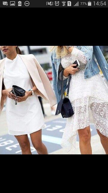 Vestido branco combinado com uma cor clarinha ou com jeans. Os dois ficam o máximo.
