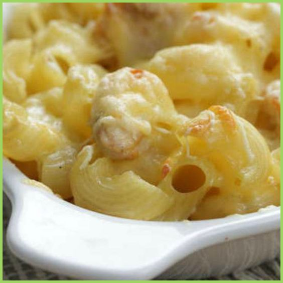 This mac & cheese definitely reminds us of home!  http://ideas2live4.com/qipm    What was your favourite childhood food? :) Share it with us by adding a recipe on our site.