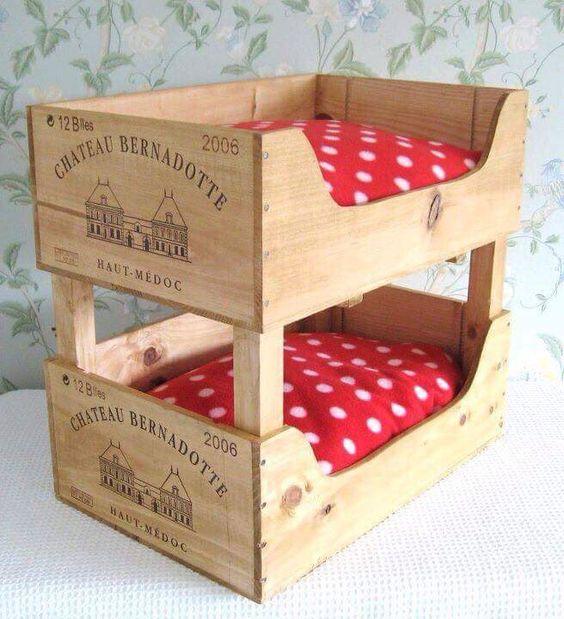 cama de cachorro com caixote de vinho