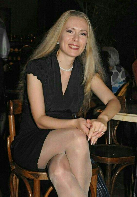 Face sexy mature ladies in pantyhoses