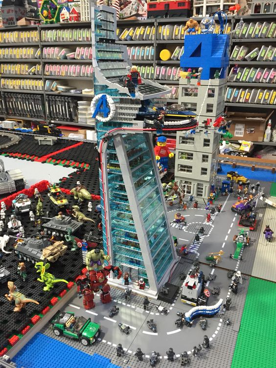 Lego Superhero city: Avengers tower and Four Freedoms plaza