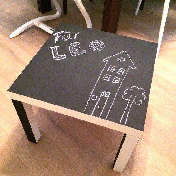 Ikea LACK Beistelltisch. Den alten IKEA Beistelltisch zur Tafel umfunktioniert. Einfache Tafelfarbe im Baumarkt kaufen und nach 24 Stunden hast Du den perfekten Maltisch für Deinen Nachwuchs. Das geht natürlich mit jedem x beliebigen Tisch der nicht mehr benötigt wird. Kinder lieben den Tisch zu bemalen wenn er nicht als normaler Spieltisch verwendet wird. Also aus Alt wird Neu!